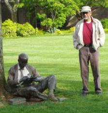 Pop and the sitting statue