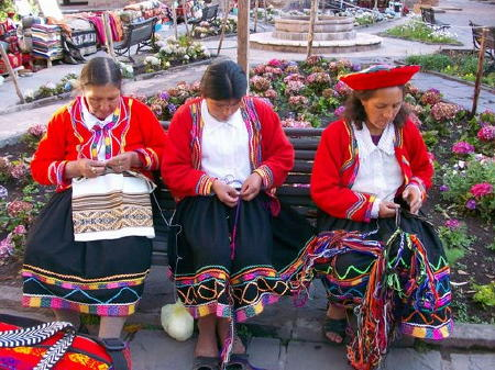 peruvian women hand stitching.hotel.yucay.peru.caroline